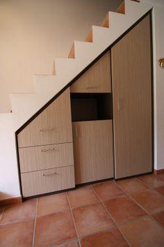 1000 images about rangement hall on pinterest - Toilette sous escalier ...