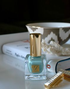 the prettiest robin's egg blue nail polish by Estee Lauder #stellavalle #mabel
