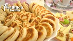 Kahvaltılık Bazlama Tarifi nasıl yapılır? Kahvaltılık Bazlama Tarifi'nin malzemeleri, resimli anlatımı ve yapılışı için tıklayın. Yazar: Beyhan'ın Mutfağı