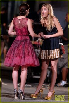 Blake Lively & Leighton Meester. Serena and Blair in Gossip Girl - I love Leightons dress