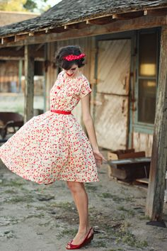 Red floral style, 2019 fashion, vintage ve vintage dresses. Fashion Moda, Retro Fashion, Vintage Fashion, Boho Outfits, Spring Outfits, Cute Outfits, Vintage Style Dresses, Vintage Outfits, Dress Vintage