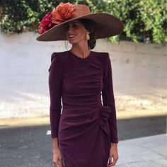 Short sleeves on the dress and would be perfect for the Derby! Skirt Outfits, Cool Outfits, Race Day Fashion, Mode Style, The Dress, Marie, Evening Dresses, Short Dresses, Party Dress