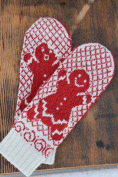 Now With Thicker Frosting! pattern by Karen Juliano [knit mittens colorwork] Knitted Mittens Pattern, Crochet Mittens, Fingerless Mittens, Knitted Gloves, Baby Hats Knitting, Knitting Stitches, Knitting Socks, Knitting Patterns, Knitting Accessories