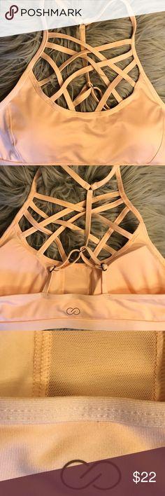 Carrie Underwood sports bra Medium-Never Worn 🌸beautiful light pink Carrie Underwood sports bra. Size medium, never worn. Adjustable straps and removable pads🌸 CALIA by Carrie Underwood Intimates & Sleepwear Bras