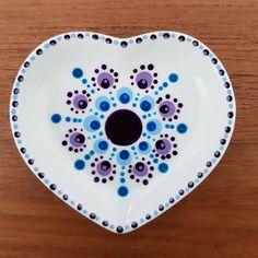 Vanavond weer een avondje gestipt. Foto's volgen nog... Dit schaaltje heb ik afgelopen weekend gestipt 😁 #stipstijlvirus #stipverslaafd… Dot Art Painting, Mandala Painting, Pottery Painting, Ceramic Painting, Mandala Dots, Ceramic Clay, Rock Art, Polka Dots, Ceramics