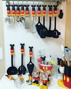 Mickey Mouse decoración Mickey Mouse Home Goods Disney disney kitchen decor - Kitchen Decoration Cozinha Do Mickey Mouse, Mickey Mouse House, Mickey Mouse Kitchen, Minnie Mouse Party, Disney Mickey Mouse, Disney Kitchen Decor, Disney Home Decor, Kitchen Themes, Casa Disney