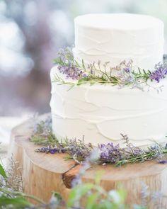 写真の説明はありません。 Textured Wedding Cakes, Cool Wedding Cakes, Wedding Cake Toppers, Wedding Stuff, December Wedding Colors, Romantic Desserts, Long Table Wedding, Party Cakes, Wedding Dreams