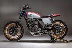 1982 Honda Ascot Street Tracker by USA. 🇺🇸 🔥 Via 🙌 🔥 Story and specs:… Moto Street Tracker, Tracker Motorcycle, Scrambler Motorcycle, Brat Bike, Honda Cb750, New Motorcycles, Vintage Motorcycles, Ascot, K100 Scrambler