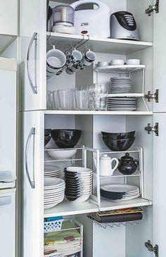 Ordem na cozinha Red Kitchen, Kitchen Cupboards, Home Decor Kitchen, Kitchen Design, Kitchen Appliances, Kitchen Drawer Organization, Diy Kitchen Storage, Home Organization, Organizing