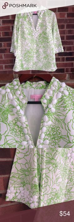 """NWOT Lilly Pulitzer Newbury caftan tunic with bead Brand new, never worn, this stunning Lilly Pulitzer Newbury tunic in """"draw the line"""" print. Green and white floral print with white beads on the collar, neckline and sleeves. Cotton and silk blend. Size 4. From armpit to armpit: 17.5 in, sleeve from shoulder: 18.5 in, length from under the collar: 28 in. Lilly Pulitzer Tops Tunics"""