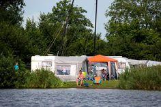 Wilt u voor een langere periode kamperen in het watersport hart van Friesland verblijven? Wellicht is een (voor)seizoensplaatsen op De Kuilart iets voor u.