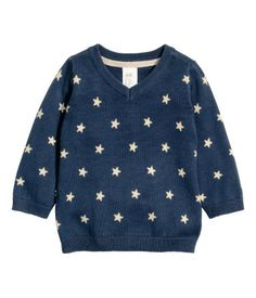 Fine-knit sweater in soft cotton with a V-neck and long sleeves.