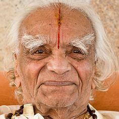 2012: BKS Iyengar on his 94th birthday in Bellur, India ...... #bksiyengar #yoga #yogaguru #iyengaryoga #yogafounder