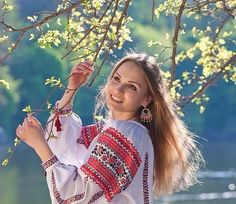 Your girlfriend is Ukrainian? Read how to build a happy family with her! How to win a heart of Ukrainian girl? How to choose your sexy Ukraine Looking for your Ukraine girl? Ukraine Women, Ukraine Girls, Polish Embroidery, Costumes Around The World, Ethno Style, Folk Fashion, Russian Fashion, Club Outfits, Traditional Dresses