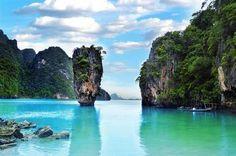 Las diez mejores islas.  Phuket (Tailandia). Phuket es otra de las islas que se estrena en el ranking de las diez mejores del mundo. De lagunas azules y atardeceres rosados, su encanto atrae a los viajeros.