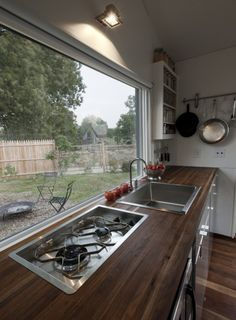 Stovetop without cutting board in place (Photo: Paul Burk Photography) http://www.gizmag.com/minim-house-mobile-micro-home/29984/