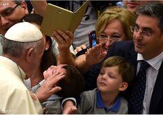 El trabajo es sagrado y se aprende en la familia que educa con el ejemplo de los padres Vatican Radio