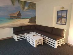 indoor couch set with coffee table #tables #pallettables #sofa Diy Pallet Couch, Pallet Lounge, Pallet Walls, Diy Couch, Couch Set, Pallet Furniture, Pallet Dining Table, Diy Outdoor Table, Diy Coffee Table