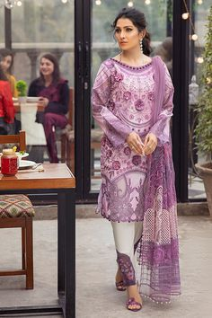 Pakistani Dress Design, Pakistani Dresses, Fancy Dress Design, Designer Party Wear Dresses, Pakistani Salwar Kameez, Lawn Suits, Punjabi Suits, Summer Collection, Luxury