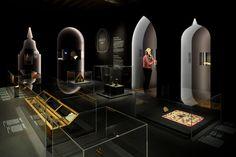 Exhibition Booth Design, Museum Exhibition, Exhibition Space, Exhibition Ideas, Web Banner Design, Office Interior Design, Office Interiors, Hermitage Museum, Museum Displays