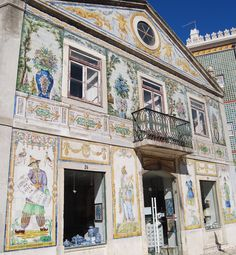 Best Of Lisbon: Tiled façades. Portuguese Culture, Portuguese Tiles, Lonely Planet, Lisbon Airport, Portugal Vacation, The Cloisters, Visit Portugal, Spanish Artists, Facades