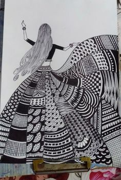 Art Drawings Sketches Simple, Dress Design Sketches, Fashion Design Drawings, Pencil Art Drawings, Easy Mandala Drawing, Mandala Art Lesson, Mandala Sketch, Black Pen Drawing, Doodle Art Drawing
