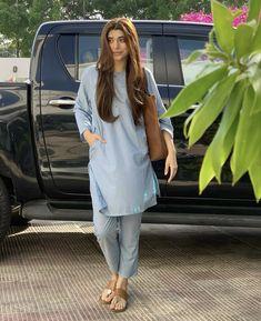 Pakistani Kids Dresses, Pakistani Kurta, Anarkali, Indian Attire, Indian Wear, Pakistani Fashion Casual, Kurta Designs Women, Kurti Designs Party Wear, Indian Designer Outfits