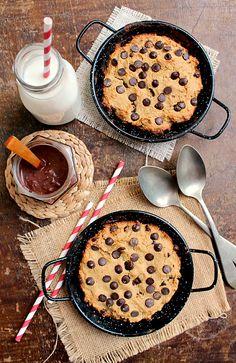Skinny Chocolate Chip Pizookie + Vegan Fudge Sauce | honey & figs