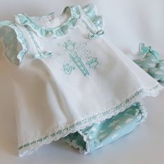 Super Ideas sewing shirt pattern little girls Baby Dress Clothes, Baby Girl Dresses, Baby Dress Design, Sewing Shirts, Christening Gowns, Babe, Baby Sewing, Kids Wear, Kids Outfits