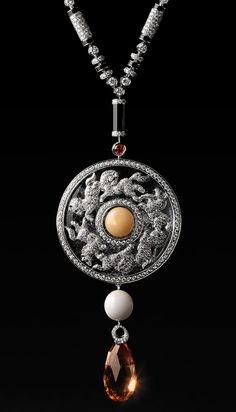 Cartier - Collier Pendant - Platine, Diamants, Topaze, Onyx et Pierres de Cristal