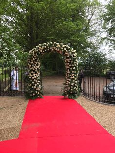 Beautiful flower arch Beautiful Flowers, Arch, Sidewalk, Longbow, Side Walkway, Walkway, Wedding Arches, Bow, Arches