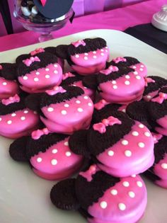 Tutorial on how to make Minnie Oreos