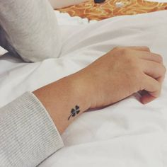 Little wrist tattoo of a for leaf clover.