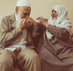 Shared by Find images and videos about flowers, islam and arabic on We Heart It - the app to get lost in what you love. Couple Musulman, Couple Style, Couple Shoot, Couple Goals, Arab Couple, Cute Muslim Couples, Old Couples, Cute Couples Goals, Swagg Girl
