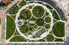 Field Operations has designed the 5-acre Central Green at the heart of the Philadelphia Navy Yard Corporate Center. The site was historically marked by wetla...