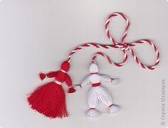 День изготовления мартиничек Paper Christmas Ornaments, Christmas Crafts, Christmas Decorations, Holiday Decor, Paper Tree, 3d Paper, Yarn Crafts, Diy And Crafts, Origami
