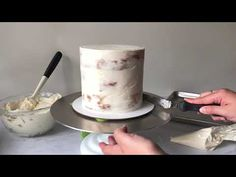 What's the key to avoiding lumpy, crumby frosting or slanted layers? Filling & frosting your layered cake with an expert stack and crumb coat is really important. Creative Cake Decorating, Cake Decorating For Beginners, Cake Decorating Supplies, Creative Cakes, Crumb Coating A Cake, Biscoff Cake, Birthday Cake For Mom, How To Stack Cakes, Rosette Cake