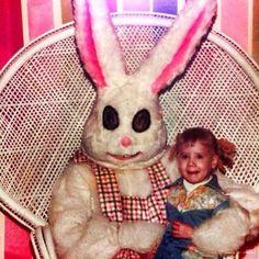 A Creepy, dirty, vintage Easter Bunny. Looks like she's smiling through the tears. Creepy Dude, Creepy Faces, Creepy Clown, Creepy Art, Scary, Bugs Bunny, Evil Bunny, Easter Bunny, Bunny Rabbits