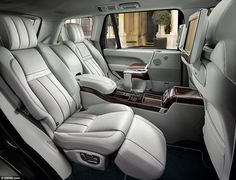 Land Rover will unveil the Range Rover SVAutobiography at the New York International Auto Show, adding even more luxury, design sophistication and performance. Range Rover Sport, Range Rovers, The New Range Rover, Best Luxury Cars, Luxury Suv, Luxury Interior, Interior Design, Interior Range Rover, Jaguar Xj