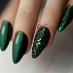 Мастер @zara_bonni_kasl  #nail_master_russia #nailart #красота #красимподкутикулой #дизайнногтей #росписьногтей #стразы #шеллак #гельлак #идеальныеблики #идеальныйманикюр #блики #shellac #gelpolish #nail #nails #nailart #lovemanicure#luxio#вензеля