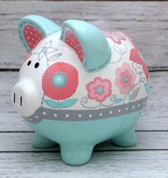 Si usted está buscando el perfecto, toque final de calidad de reliquia a su bebé un vivero bueno, o una conmovedora, personalizado regalo para un bebé que viene en el mundo: aquí está! El destinatario atesorará para siempre este tema personalizado. Se puede personalizar con cualquier Decoupage, Pig Bank, Diy And Crafts, Crafts For Kids, Cute Little Things, Vintage Wood, Paint Colors, Cool Stuff, Country