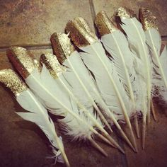 DIY feature vintage wedding decor - could dip white feathers 1/3 way up in black, then once dry, dip tiny edging on top and sides in gold