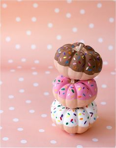 DIY Donut Pumpkins - great for a candy land type trunk-or-treat Small Pumpkins, Mini Pumpkins, Painted Pumpkins, Halloween Pumpkins, Creative Pumpkins, Baby In Pumpkin, Little Pumpkin, A Pumpkin, Pumpkin Ideas