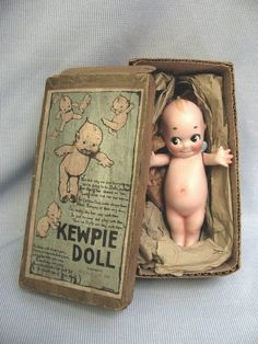 The ORIGINAL kewpie doll.Connie used to facetiously accuse me of stealing her antique Kewpie doll - she finally found it among Mom's things - thank god, I was vindicated. Toy Art, Kitsch, Doll Toys, Baby Dolls, Objets Antiques, Oldschool, Bisque Doll, Old Dolls, Little Doll