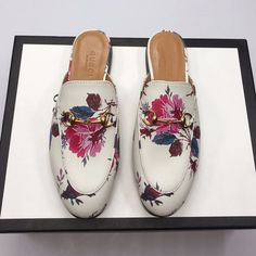 Guccl New Female Models Male Models 18059955283 Gucci Shoes, Men's Shoes, New Woman, New Product, Cartier, Female Models, Latest Fashion, Chloe, Accessories