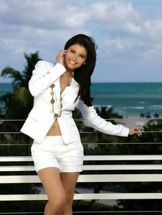 AA White Jeans, White Shorts, Summer Outfits, Casual Outfits, Casual Clothes, Estilo Glamour, Latina Girls, Celebrity Style, Beautiful Women