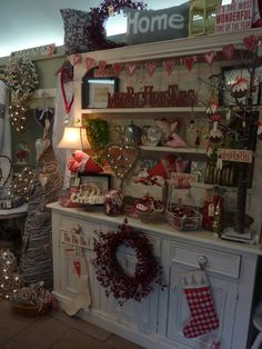 Country Dresser at Busy Bee Studio - Gisela Graham Heart Garland