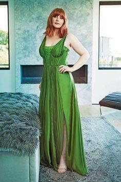 Bryce Dallas Howard, Curvy Fashion, Girl Fashion, Womens Fashion, Taylor Swift, Black Dress Red Carpet, Prettiest Actresses, Female Actresses, Foto Pose