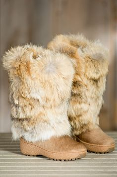 These tall, cozy boots are poised to insulate with their thick outside layer of soft Italian coyote fur and their plush wool lining. Free shipping + returns.