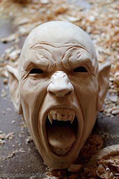 Miguel Walch Holzmasken | Unbemalte Masken
